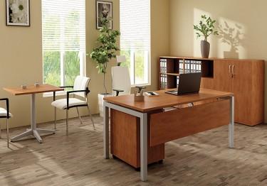 Zestaw mebli biurowych z biurkiem i kontenerkiem oraz stolikiem okolicznościowym i szafą na dokumenty
