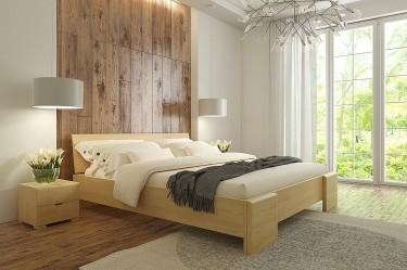 Wysokie łóżko z drewna sosnowego oraz szafki nocne z dwiema szufladami