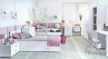 Pokój rodzeństwa z meblami w kolorze białym o wykończeniu matowym