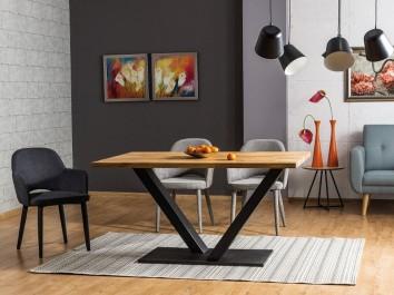 Stół w stylu industrialnym z drewnianym blatem na metalowej podstawie i tapicerowane krzesła z podłokietnikami