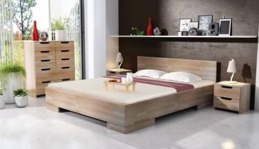 Bukowe łóżko z miejscem do przechowywania pościeli oraz komoda i szafki nocne z pojemnymi szufladami