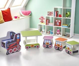 Kolorowe meble dziecięce z motywem lokomotywy