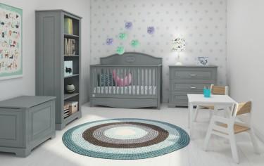 Szare meble w pokoju dziecięcym z jasnymi ścianami i podłogą