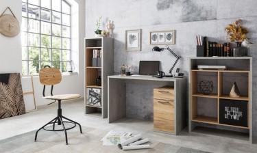 Otwarte regały półkowe oraz biurko z pojemną szafką i szufladą w dekorze drewna i betonu