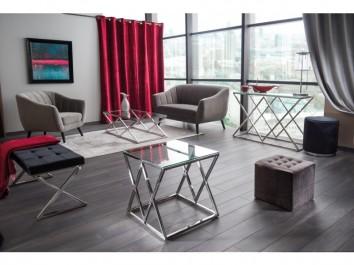 Designerskie meble na chromowanej podstawie oraz tapicerowane pufy i ławka
