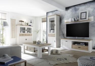 Prowansalskie meble do salonu w zestawieniu bieli i drewna