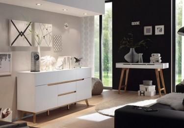 Biała komoda w stylu skandynawskim z szufladami i szafkami na drewnianych nóżkach