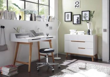 Skandynawska komoda na wysokich nóżkach oraz biurko z szufladami