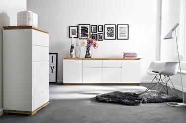 Meble do salonu w kolorze białym z naturalnym drewnianym blatem
