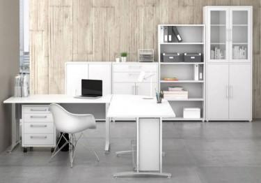 Białe meble biurowe z płyty w wykończeniu półmatowym