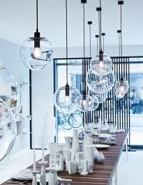 Minimalistyczna lampa sufitowa z okrągłym kloszem ze szkła