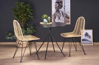 Stolik z okrągłym blatem oraz rattanowe krzesła do jadalni