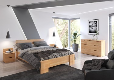 Zestaw mebli z drewna bukowego z wysokim łóżkiem i pojemną komodą