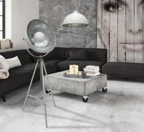 Designerskie lampy w stylu industrialnym i kwadratowy stolik kawowy na kółkach
