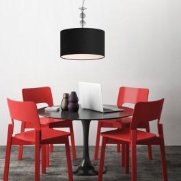 Lampa wisząca z ozdobnymi kryształkami i gustowny zestaw mebli jadalnianych
