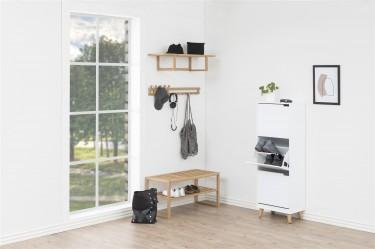 Minimalistyczny przedpokój urządzony w stylu skandynawskim