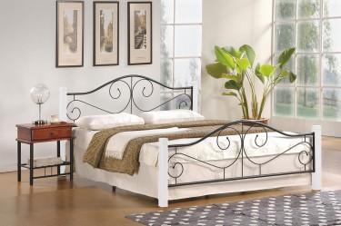 Łóżko sypialniane z elementami kutymi i wysokim zagłówkiem