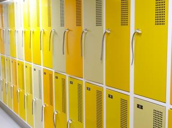 Szafki ubraniowe do szatni w szkole - lepsze niż tradycyjna szatnia?