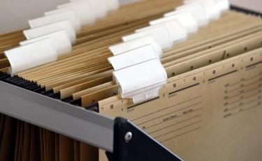 Zabezpieczenia dokumentów w firmie — szafki metalowe kartotekowe