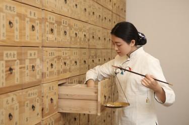 Przechowywanie dokumentacji medycznej - jakie szafki do placówek lekarskich wybrać?