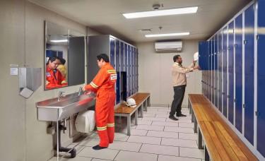 Zalety korzystania z szafek skrytkowych w zakładach pracy