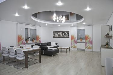 Lampy do salonu — jakie oświetlenie daje najwięcej światła?