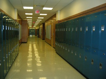 Bezpieczeństwo dzieci w szkole — szafki szkolne na szyfr
