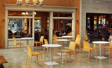 Jak konserwować meble restauracyjne?