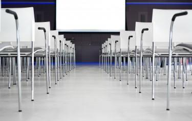 Krzesła konferencyjne – z jakiego materiału powinny być wykonane?