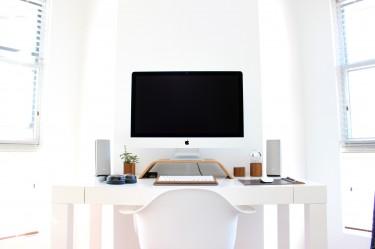 Jakie nowoczesne meble będą idealne do domowego biura?