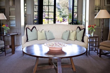 Jak urządzić salon w stylu klasycznym?