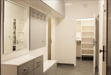 Czym się kierować przy wyborze szafy do przedpokoju?