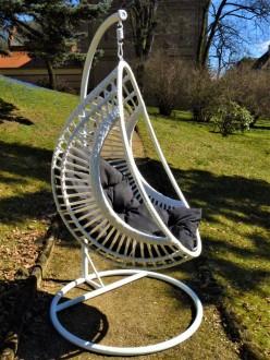 Designerska huśtawka ogrodowa Kokon Bellissimo biały