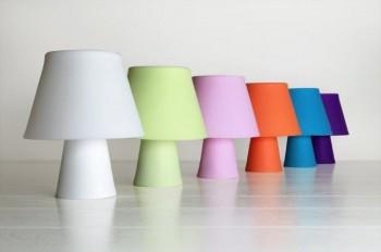 Kolorowa lampa biurkowa Numen z gumy silikonowej