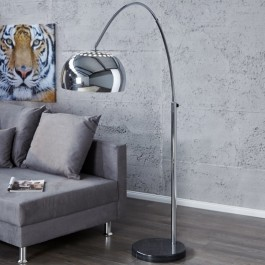 Łukowa lampa podłogowa o regulowanym zasięgu Slack
