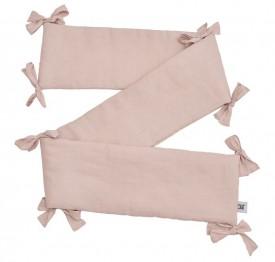 Różowy ochraniacz do łóżeczka dziecięcego z tkaniny lnianej