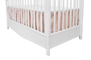 Różowa falbana do łóżeczka dziecięcego z tkaniny lnianej