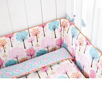 Kolorowy ochraniacz do łóżeczka dziecięcego Bajkowy Las