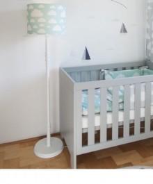 Kolorowa lampa podłogowa do pokoju dziecięcego Chmurki