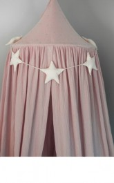 Dekoracyjny baldachim z tkaniny muślinowej w gwiazdki