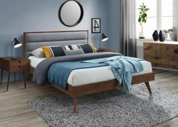 Łóżko sypialniane z drewna na wysokich nóżkach Orlando 160