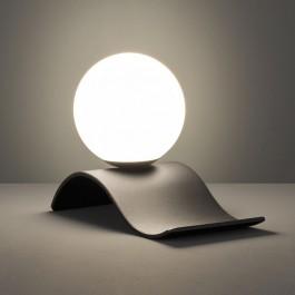 Dekoracyjna lampa stołowa na falowanej podstawie Lara