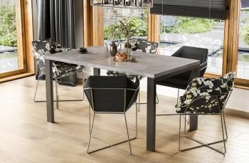 Rozkładany stół z czarnymi nogami Garant 125