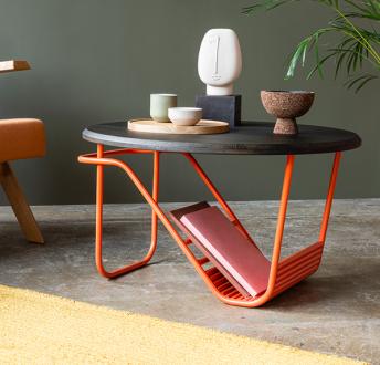 Designerski stolik kawowy z pomarańczową podstawą Wave