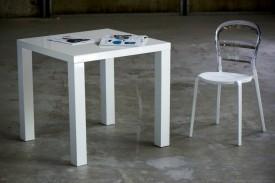 Lakierowany na wysoki połysk stół Living 80x80