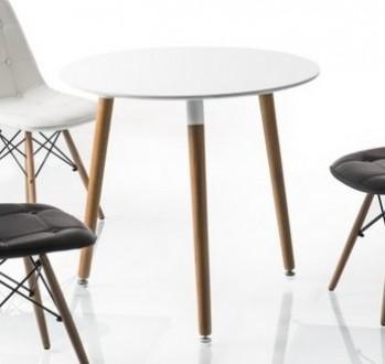 Biały okrągły stół na drewnianych nogach Nolan III