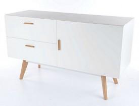 Biała komoda na drewnianych nóżkach Milan K2
