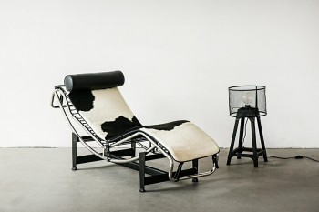 Leżanka do salonu Le Corbusier insp. LC4 Chaise Lounge