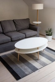 Owalny stolik na bukowych nogach OvO High