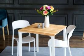 Stół z jesionowym blatem i kwadratowymi nogami Triventi